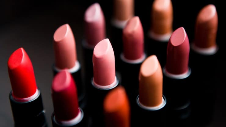 Makeup Tips for Women Over 50: The Latest Lip Color Trends – Red, Pink or Coral?