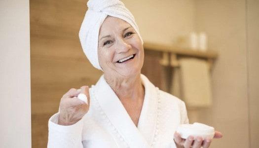 Celebrity Makeup Tips for Older Women – Unlocking the Secrets of Aging Skin (Video)