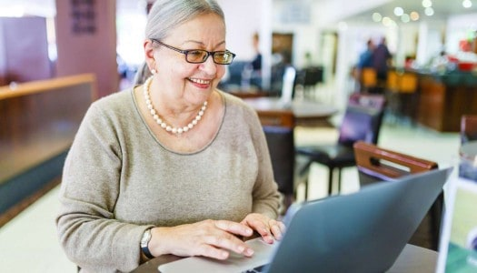 5 Powerful Benefits of Social Media for Women Over 60