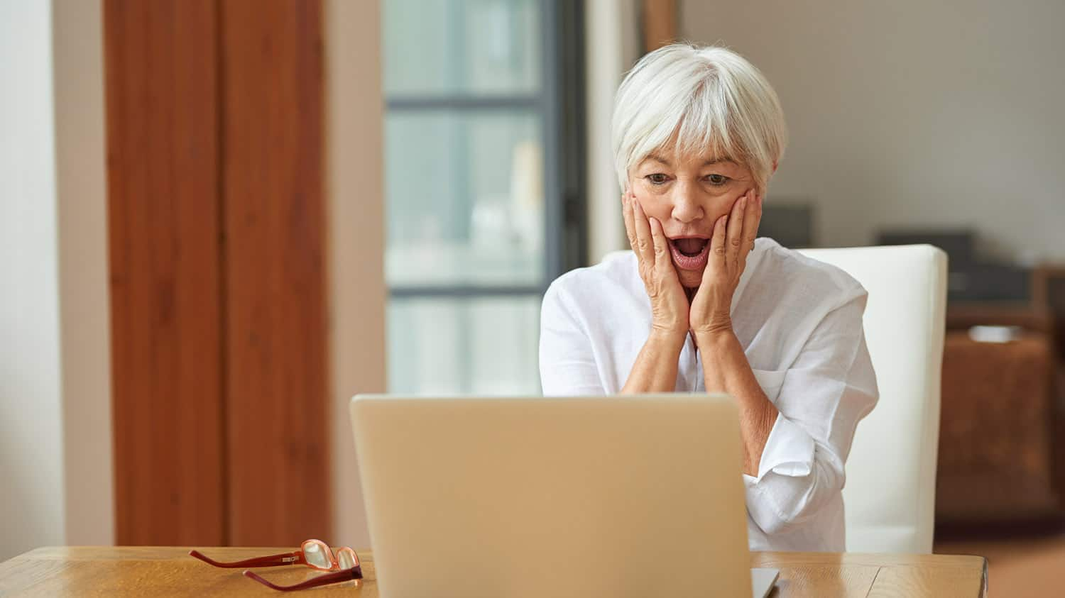 Are You at Risk of Falling for These Senior Online Dating Scams?