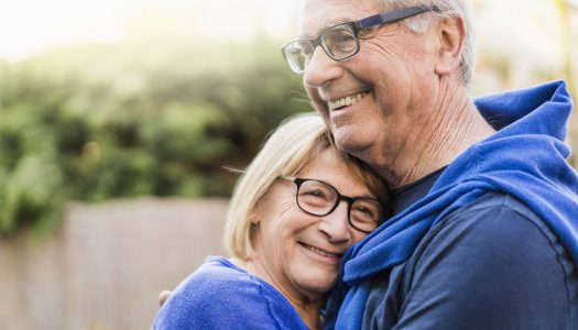 Staying Safe on Senior Dating Sites: A Professional Dating Coach Weighs in