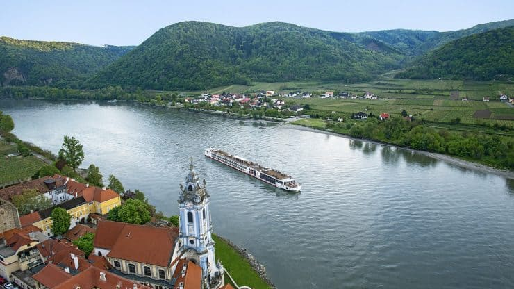 River-Cruises-in-Europe-and-Asia