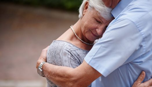5 Ways to Connect with a Loved One Who Has Cancer