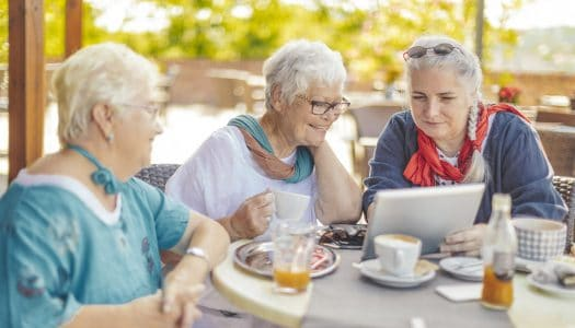 9 Ways to Live Longer by Reaching Out to Make Women Friends