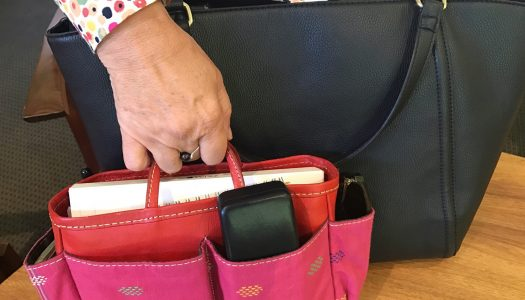 How to Reduce the Clutter in Your Handbag