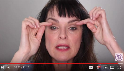 How to Make-Up Hooded Lids: The Senior Woman's Guide to a Stunning Eye (Video)